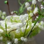 цветочная композиция белая роза с гипсофилой